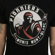 t-shirt-noir-gros-plan